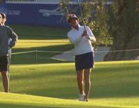 Caitlyn Jenner luce piernas jugando al golf